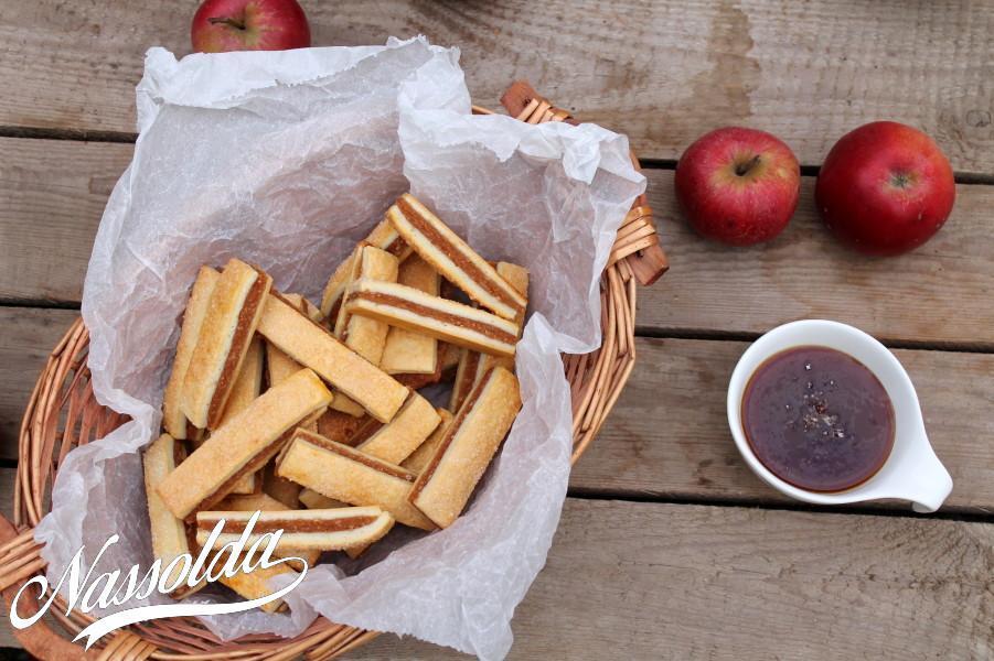 Almás pite rudacskák sós karamella mártással