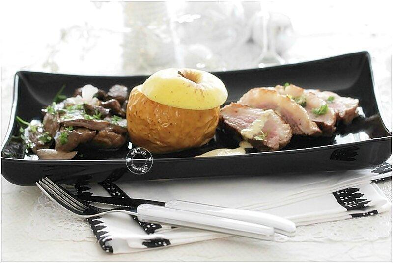 Magret d'oie aux cèpes et aux pommes.....cordon de sauce au foie gras...