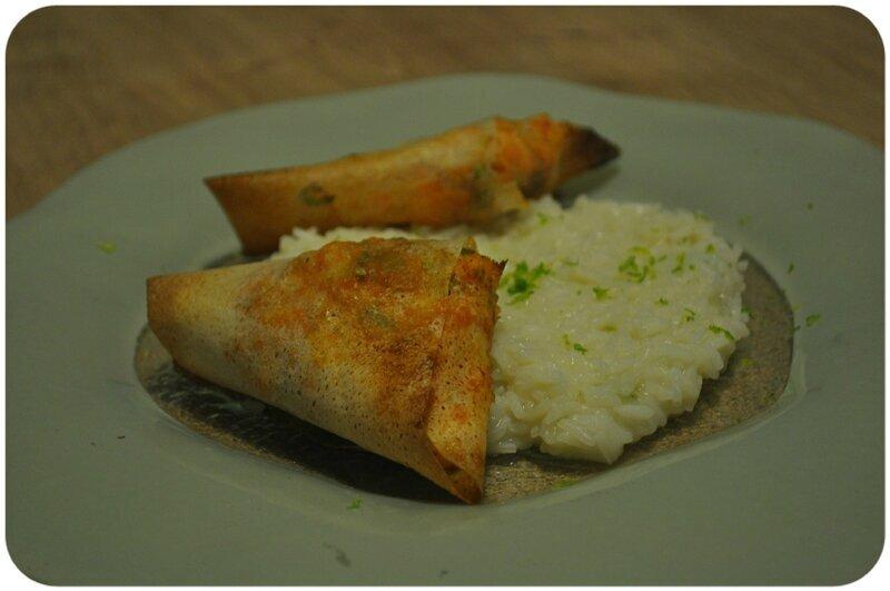 Samoussas aux crevettes et riz au citron vert