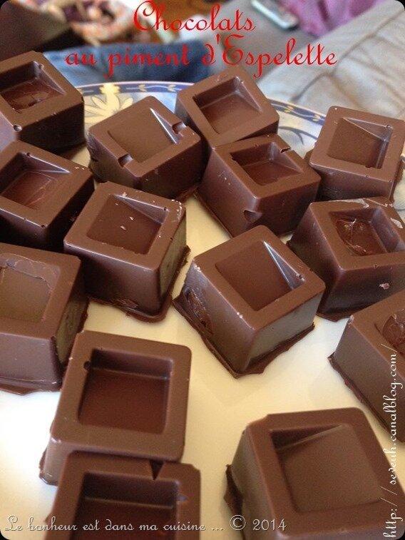 Chocolats de Noël fourrés à la ganache chocolat noir et piment d'Espelette