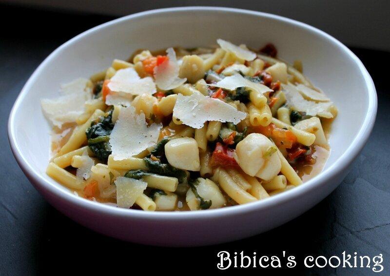 One-Pan Pasta pétoncles aux 2 tomates et aux bettes (ou blettes)