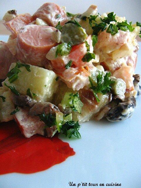 Salade de pomme de terre aux knackis, et sa sauce américaine