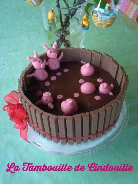 Gateau mousse de fraise décoration mare aux cochons
