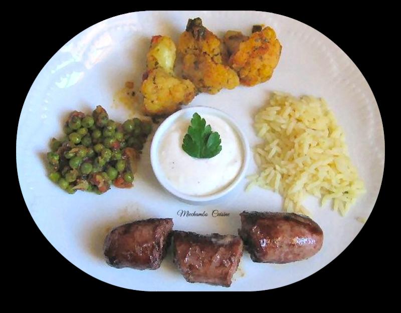 Chou-fleur au curry, saucisses et riz au citron