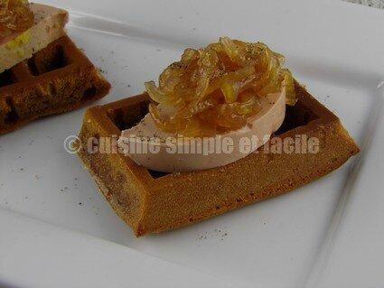 Foie gras au confit d'oignons et sa gaufre au pain d'épices