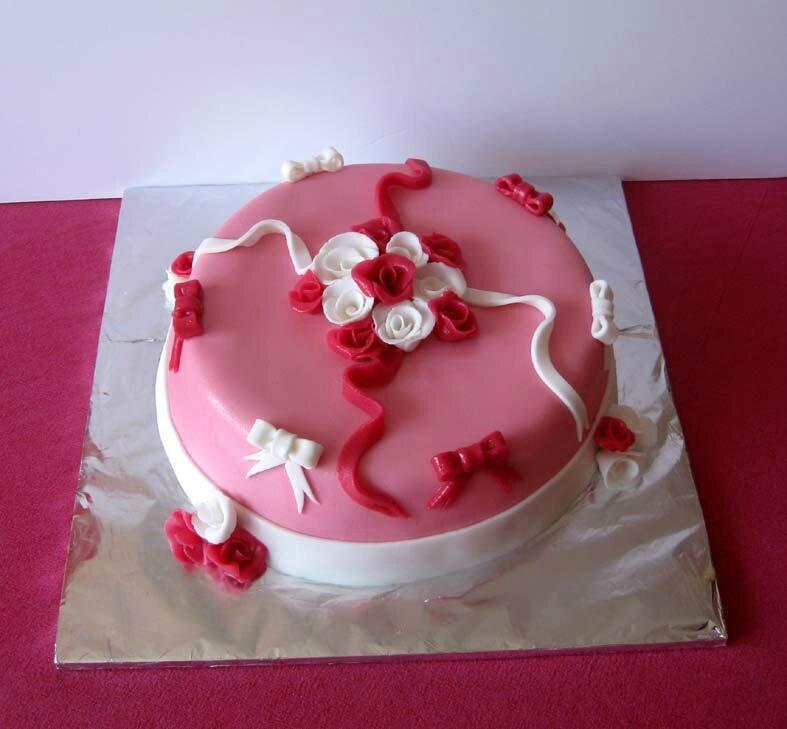 Gâteau rose chocolat framboise et pâte à sucre