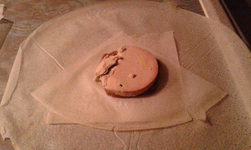 Aumonières de foie gras sur compotée d'oignons