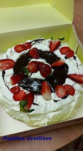Gâteau fourré aux fraises