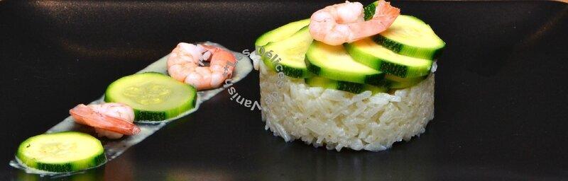 Crevettes sauce curry-coco, timbale de riz et couronne de courgettes