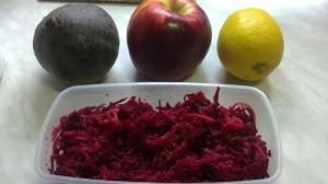 Almás-céklás saláta