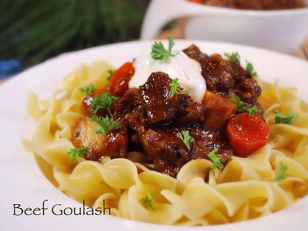 遠見網路獨享。紅通通溫暖饗宴:匈牙利燉牛肉 Beef Goulash