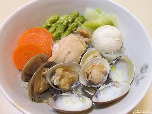 薑片雞肉蛤蠣粉絲,低卡、無油,超美味又簡易的電鍋料理!