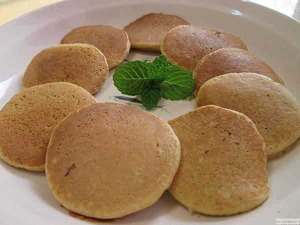 蘋果煎蛋糕,沒有烤箱或電鍋,來用平底鍋煎蛋糕吧!!低糖、無油、無泡打粉的手指食物!