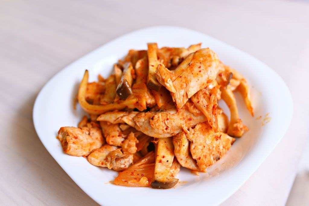 一休教你做低卡減重料理--【減肥必吃,吃了包你瘦瘦瘦的泡菜炒雞胸肉佐杏鮑菇!】