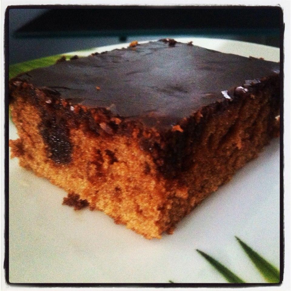bolo de cenoura com chocolate molhado