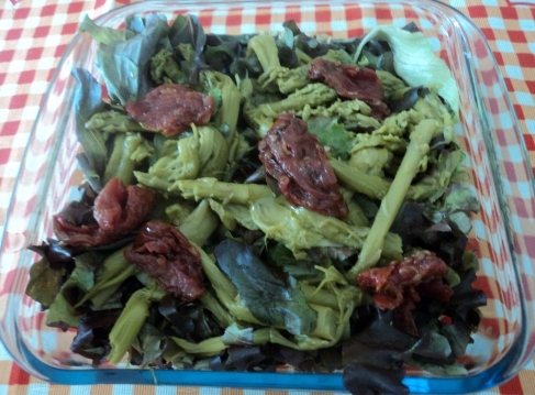 Salada de Alface Roxa com Aspargos Verdes e Tomate Seco