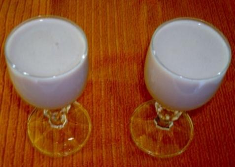 batida de suco de morango com vodka e leite condensado