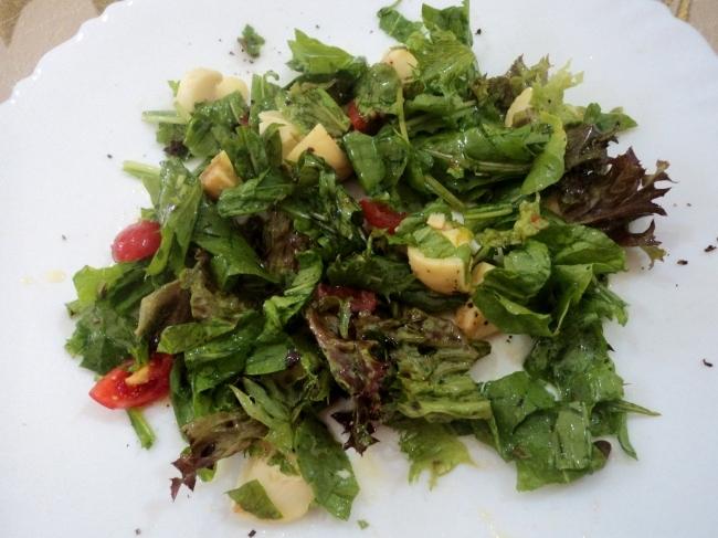 Salada de Alface Roxa com Alface Romana, Rúcula,Tomate Grape e Champignons
