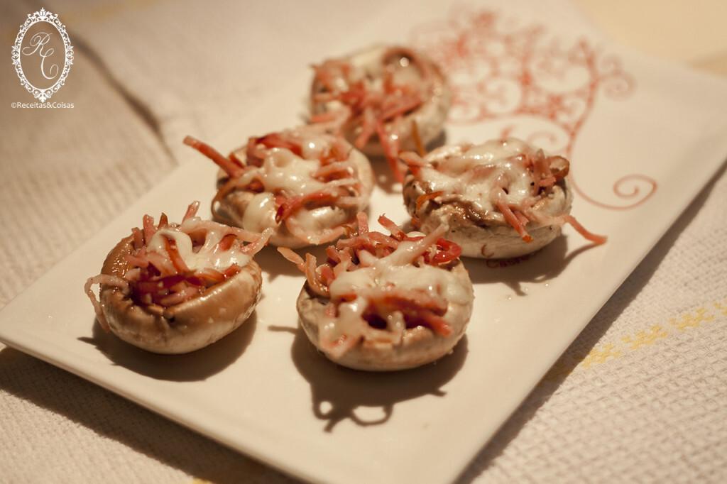 Cogumelos com bacon e queijo