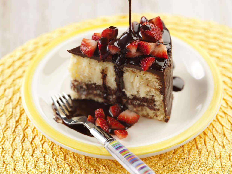 Bolo de Chocolate, Coco e Morangos
