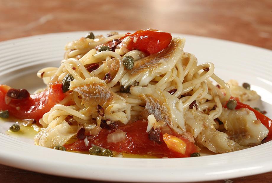 Espaguete com Molho de Bacalhau