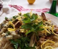 Spagetti baconnal és zöldspárgával