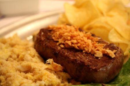 Filé à Oswaldo Aranha, um prato carioca fácil de fazer e com gosto de comida caseira!