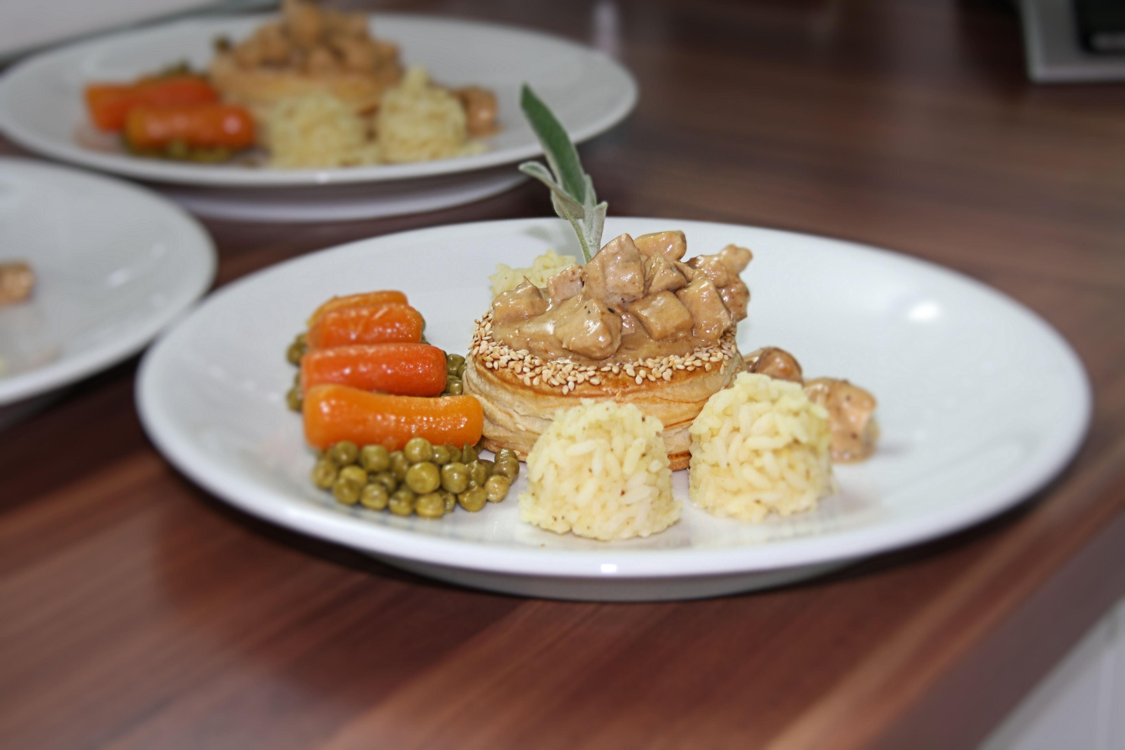 Pastetli mit  Erbs und Rüebli, das Nationalgericht