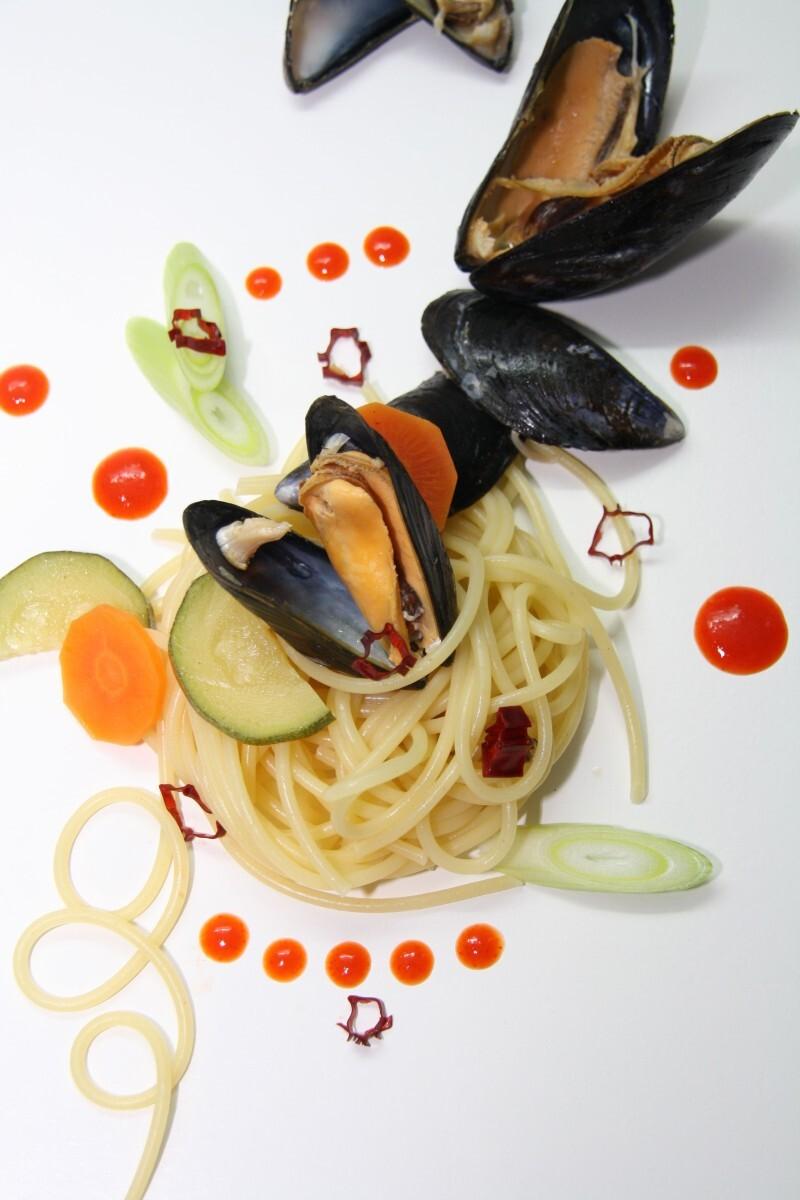 Miesmuscheln mit Spaghetti aus dem Fond