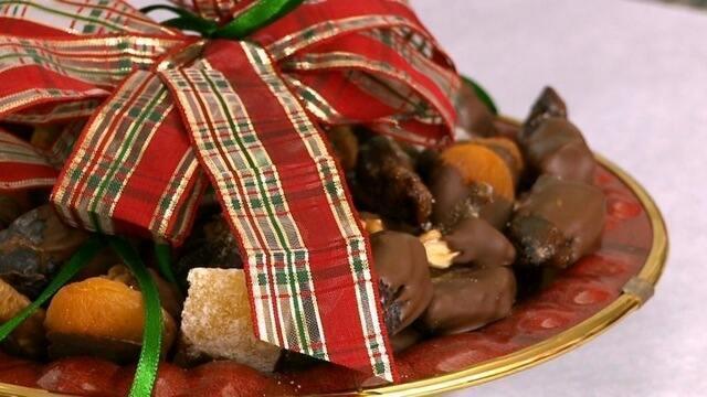 Doce de frutas natalinas banhadas no chocolate !