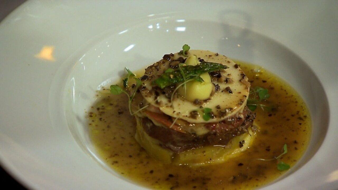 Língua com batata doce, palmito, foie gras e trufas negras
