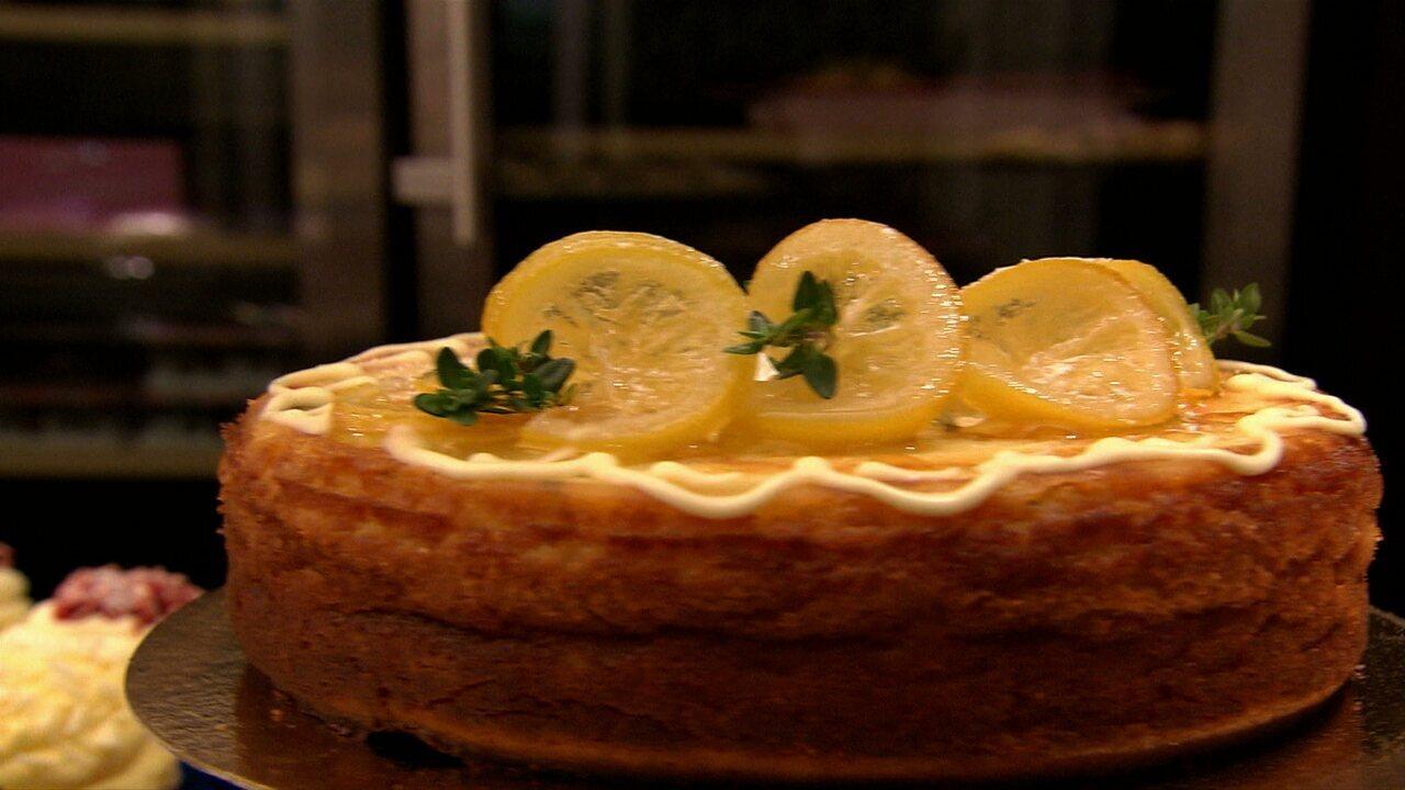 Bolo de limão-siciliano com ricota e amêndoas