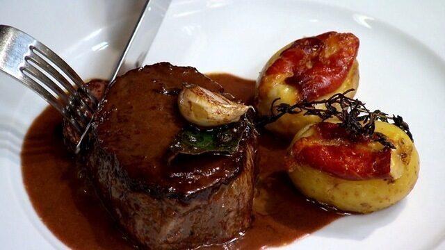 Tornedor de filé mignon com batata recheada ao brie e presunto de Parma ! Claude Troisgros