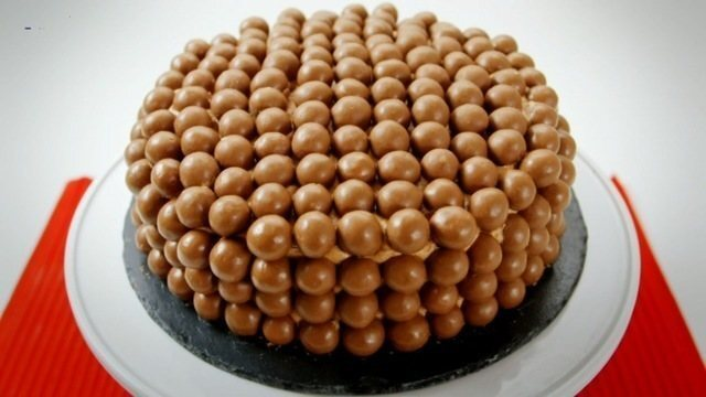Bolo de chocolate fácil de fazer e incrivelmente lindo !