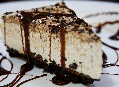 Cheesecake oreo με σάλτσα espreso