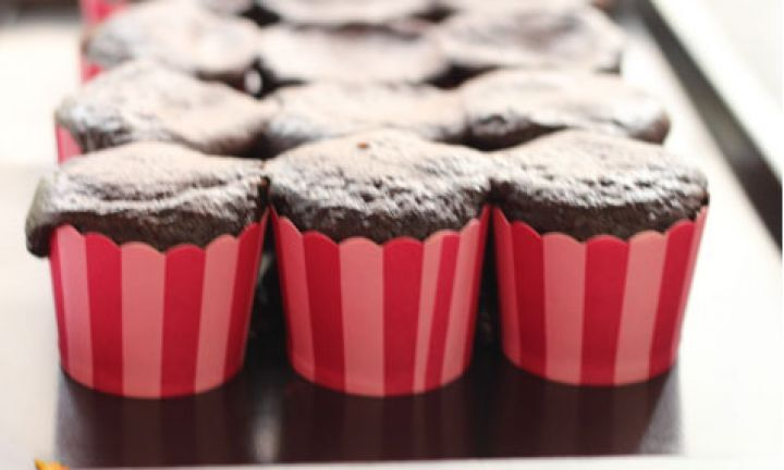 CUPCAKE DE 2 INGREDIENTES EM 30 MINUTOS - CHOCOLATE E COCA COLA