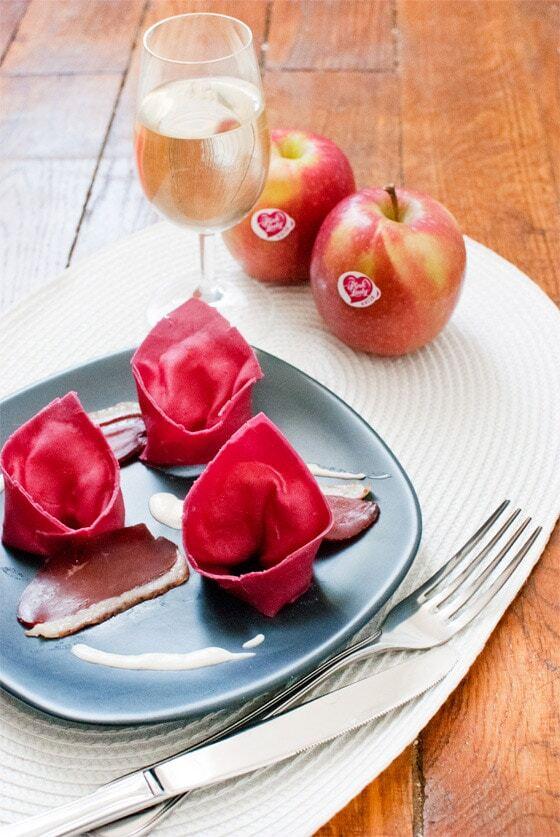 Saint-Valentin : Raviolis de betteraves aux pommes Pink Lady® et gingembre, magret de canard et sauce parmesan (Concours inside)