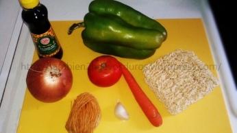 Sopa china de verduras y fideos ( sopa de Noodles).
