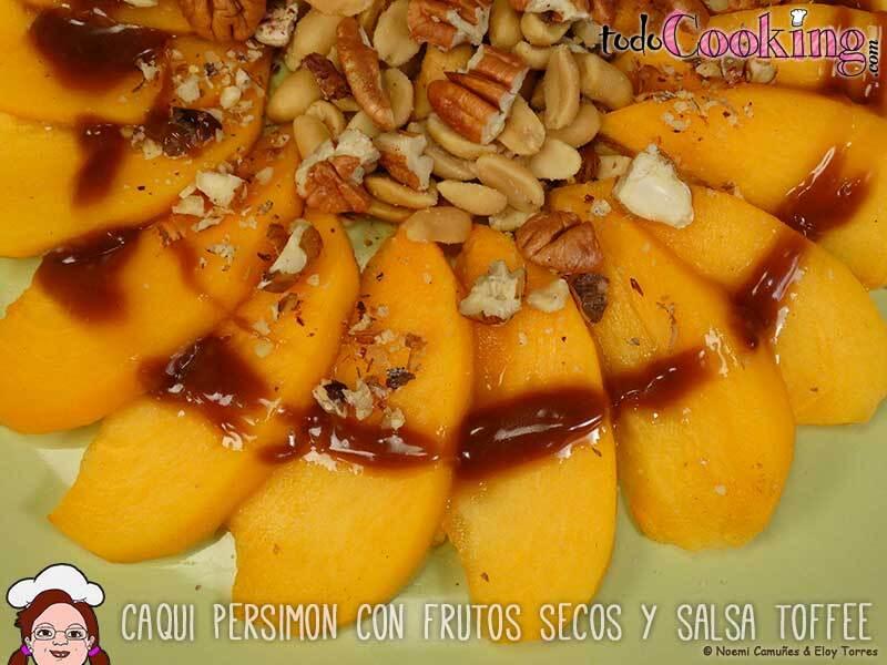 Caqui Persimón con frutos secos y salsa toffee