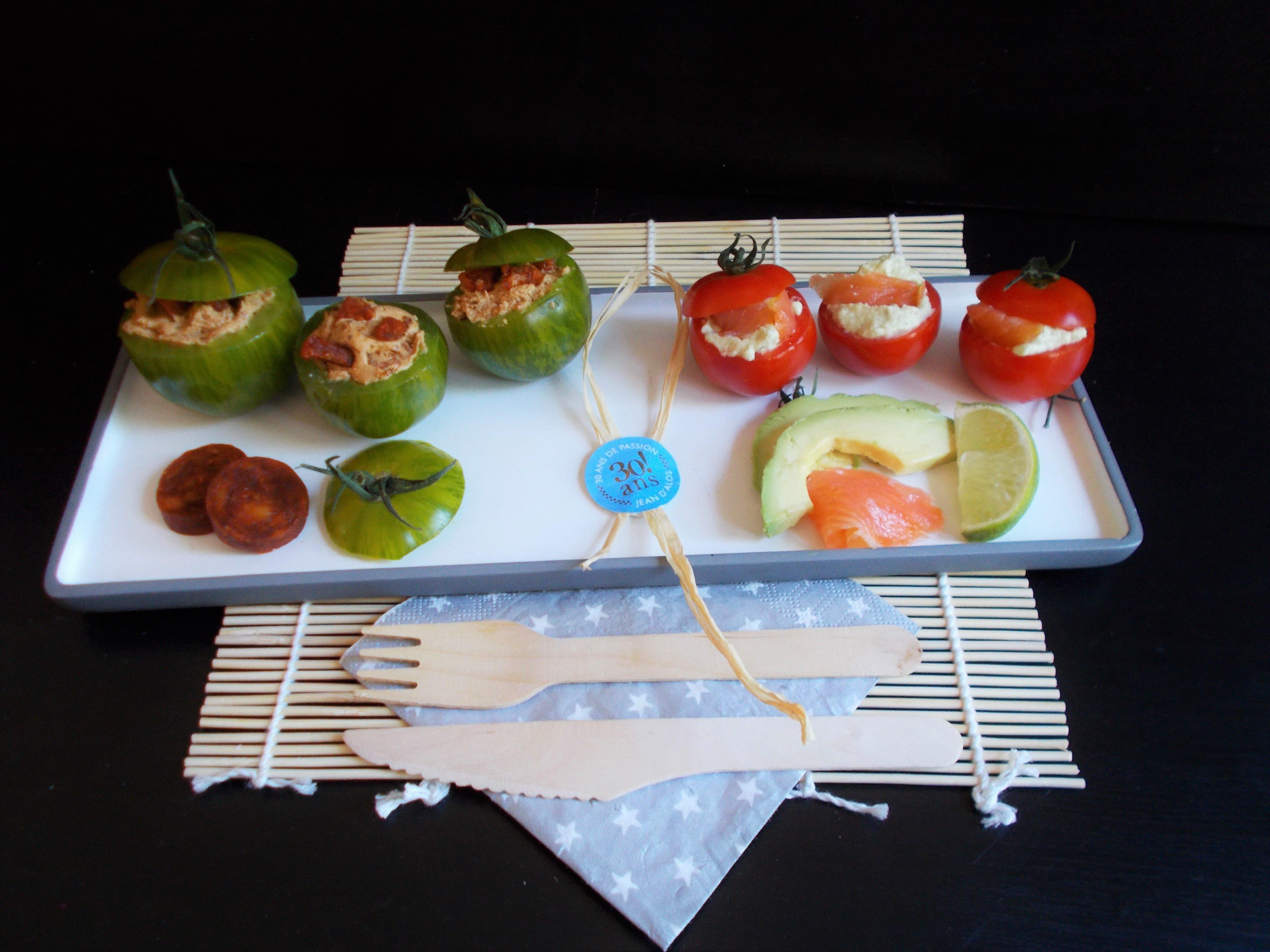Tomates farcies apéritives au chèvre frais : chorizo-pesto rosso ou avocat-saumon fumé