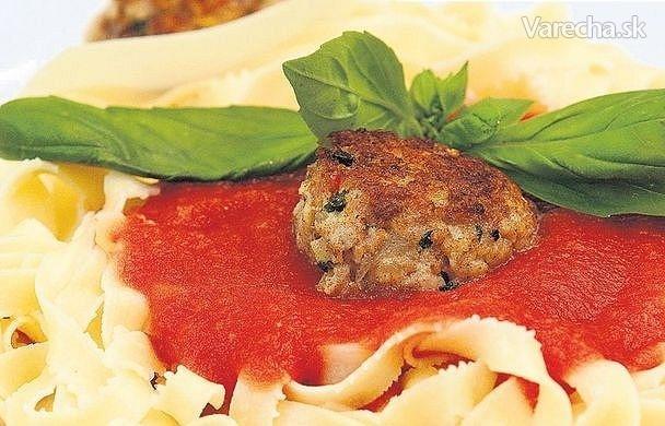 Mäsové guľky s tagliatelle a paradajkovou omáčkou