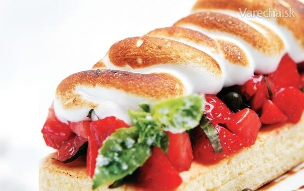 Piškótové sendviče s jahodami a sladkým bielkovým snehom