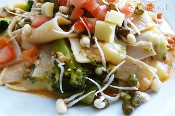 Cestovinový šalát so zeleninou a mungo klíčkami (fotorecept)