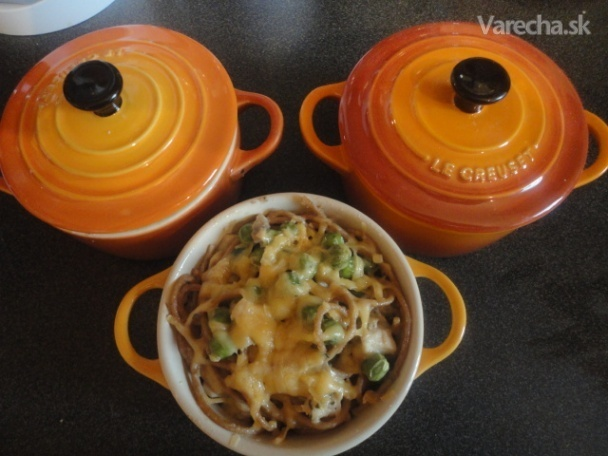 Špagety s kuracím mäsom a hráškom zapekané v mini-cocotte (fotorecept)