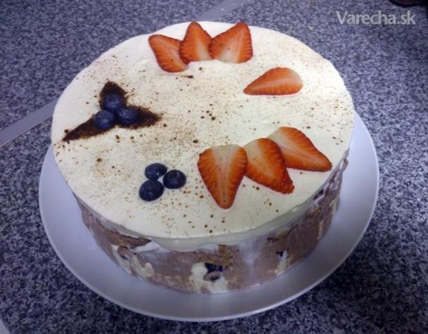 Smotanová torta s mascarpone a ovocím