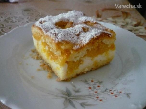 Broskyňový koláč s kyslou smotanou