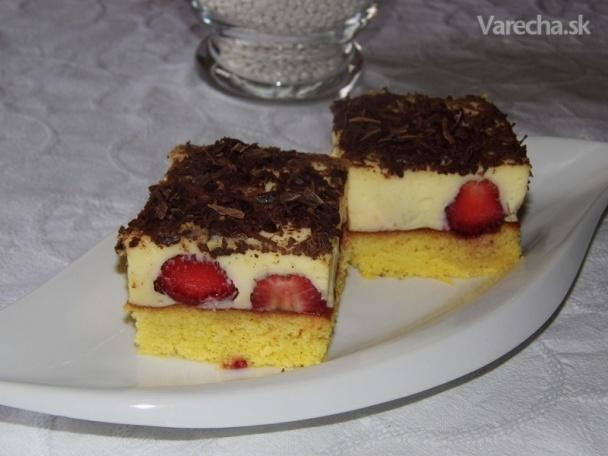 Ľahký jahodový koláčik