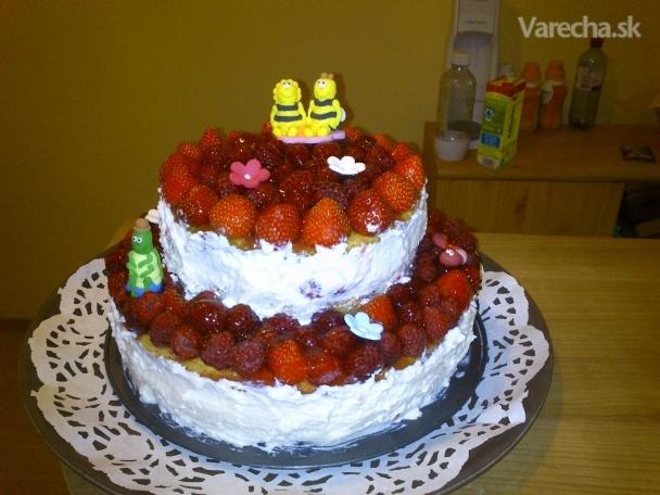 Jahodové srdce - piškótová torta so šľahačkovým krémom