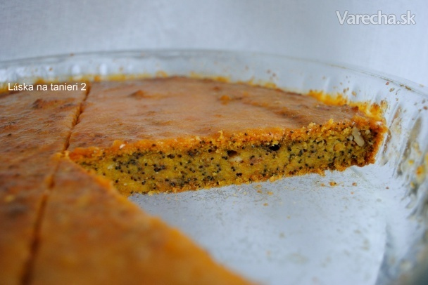 Tekvicový koláč s makom, vlašskými orechami a polevou
