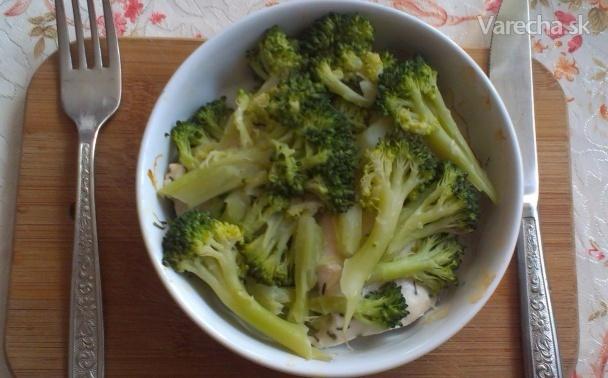 Zdravé zapekané kuracie prsia s brokolicou a jogurtom (fotorecept)